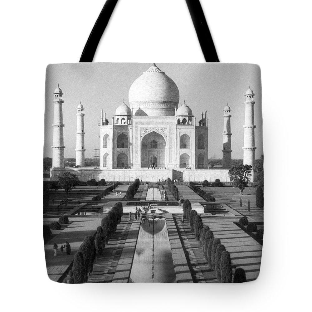 Architecture Tote Bag featuring the photograph India: The Taj Mahal by Granger
