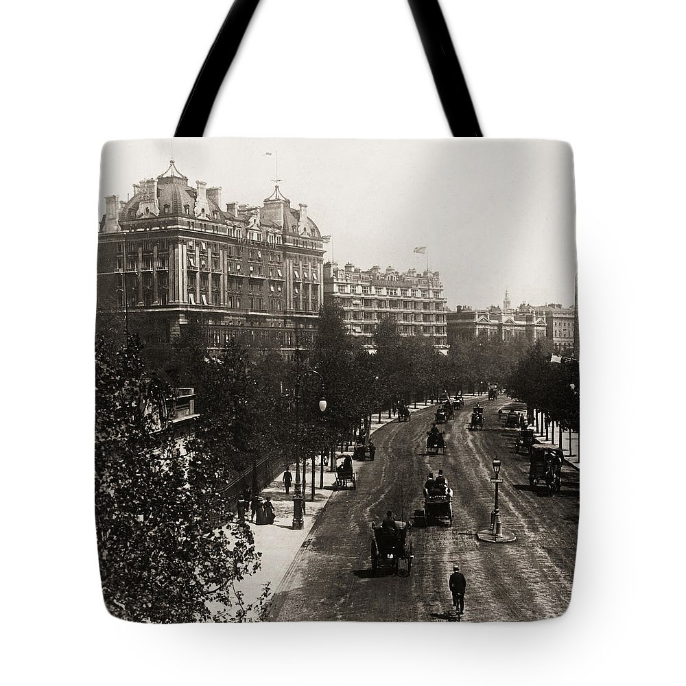 1908 Tote Bag featuring the photograph London: Embankment, 1908 by Granger