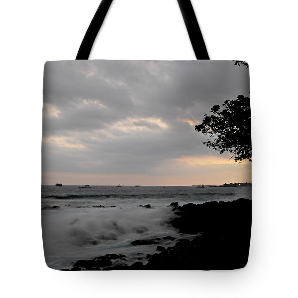 Hawaii Tote Bag featuring the photograph Magic At Dusk by Paulette B Wright