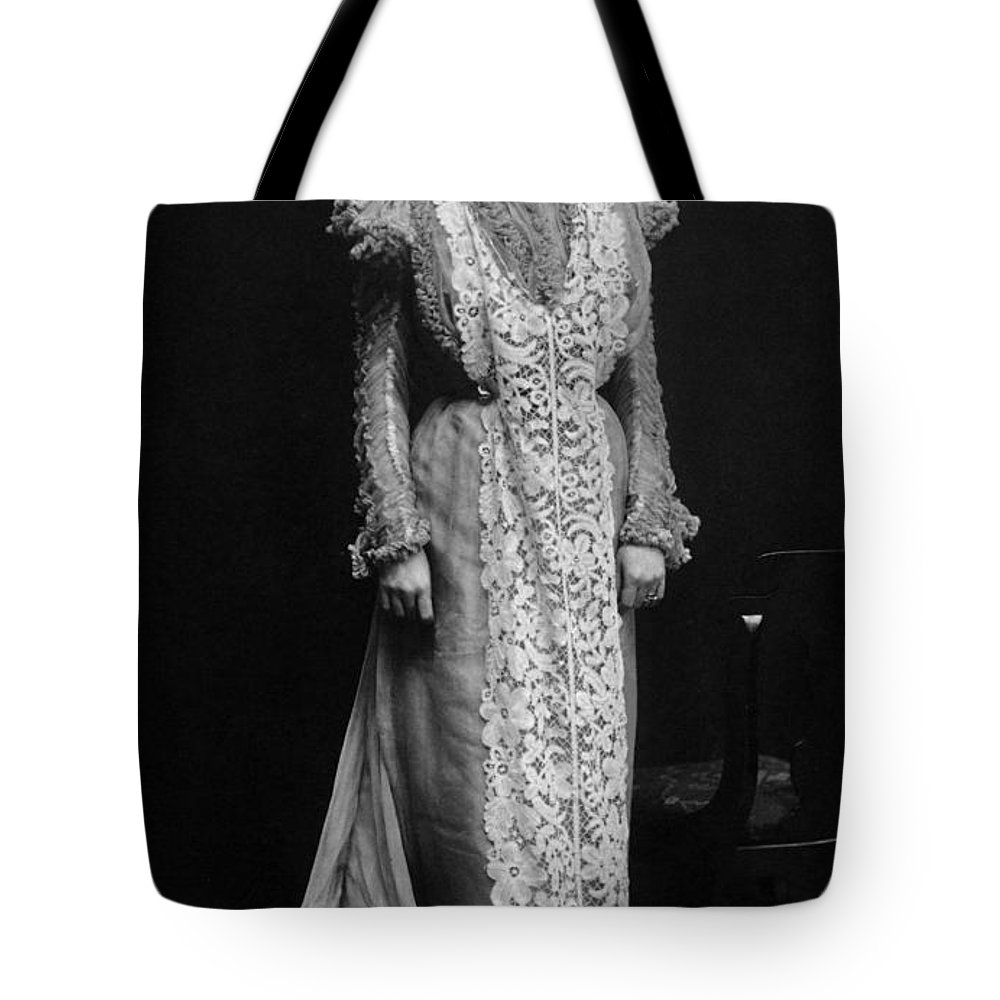 1896 Tote Bag featuring the photograph Minnie Maddern Fiske by Granger