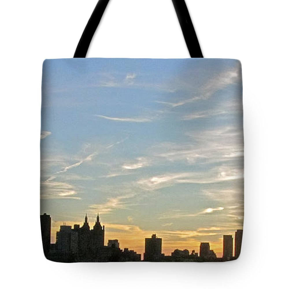 Sunset Tote Bag featuring the photograph New York Sunset 2 by Randi Shenkman