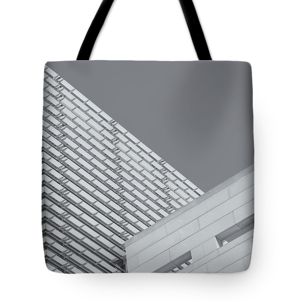 Clarence Holmes Tote Bag featuring the photograph Newseum Contrasting Facades II by Clarence Holmes