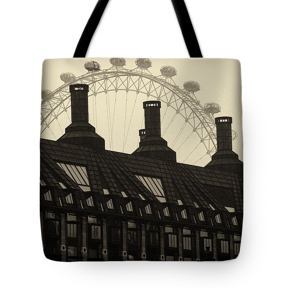 London Tote Bag featuring the photograph Old And New London by David Resnikoff