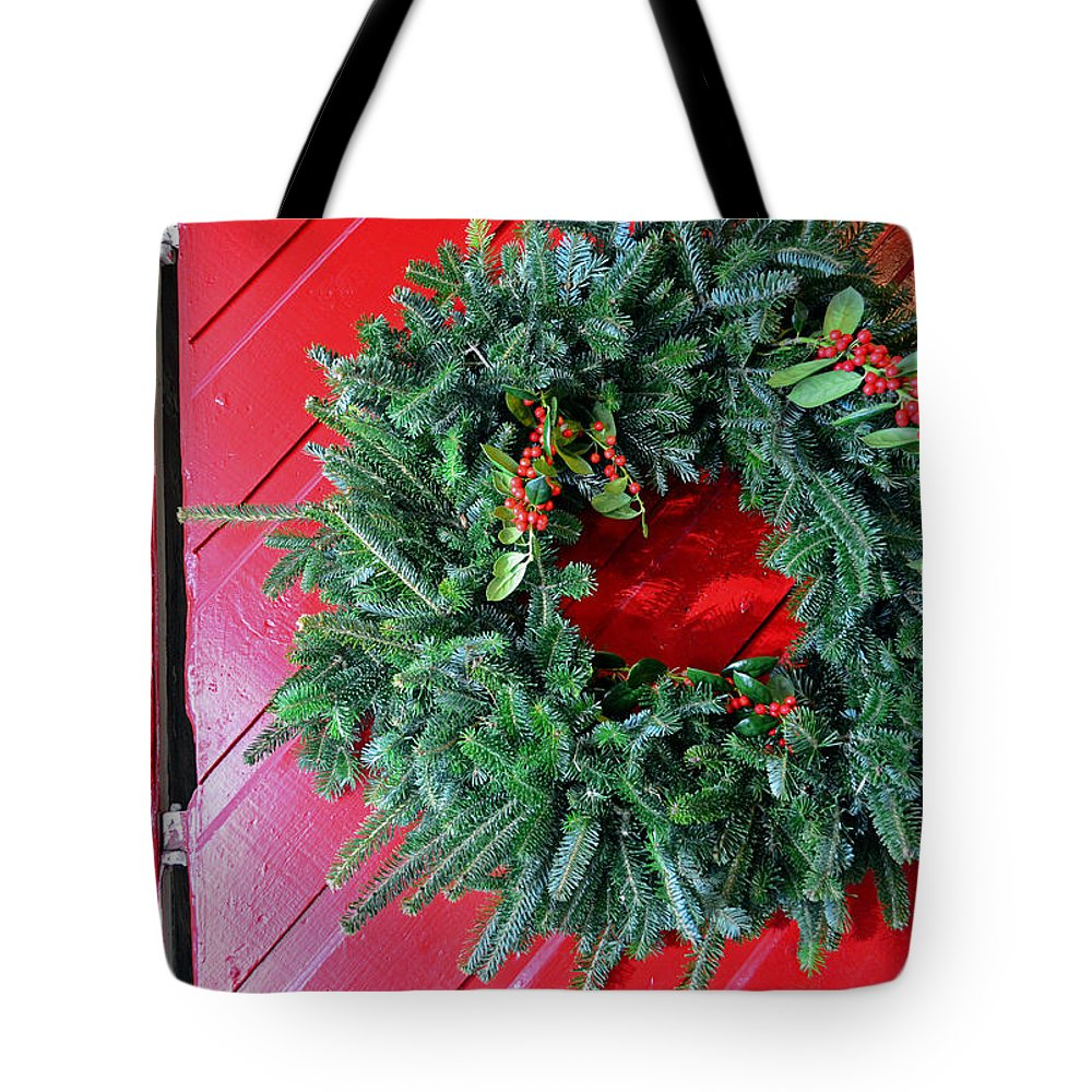 Christmas Wreath Tote Bag featuring the photograph Old Mill Of Guilford Door Wreath by Sandi OReilly