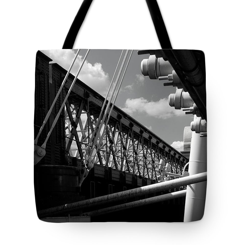 Landscapes Tote Bag featuring the photograph Over The Thames by David Resnikoff
