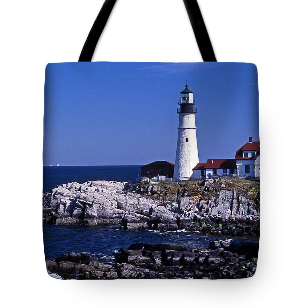Me Tote Bag featuring the photograph Portland Head Inshore by Skip Willits