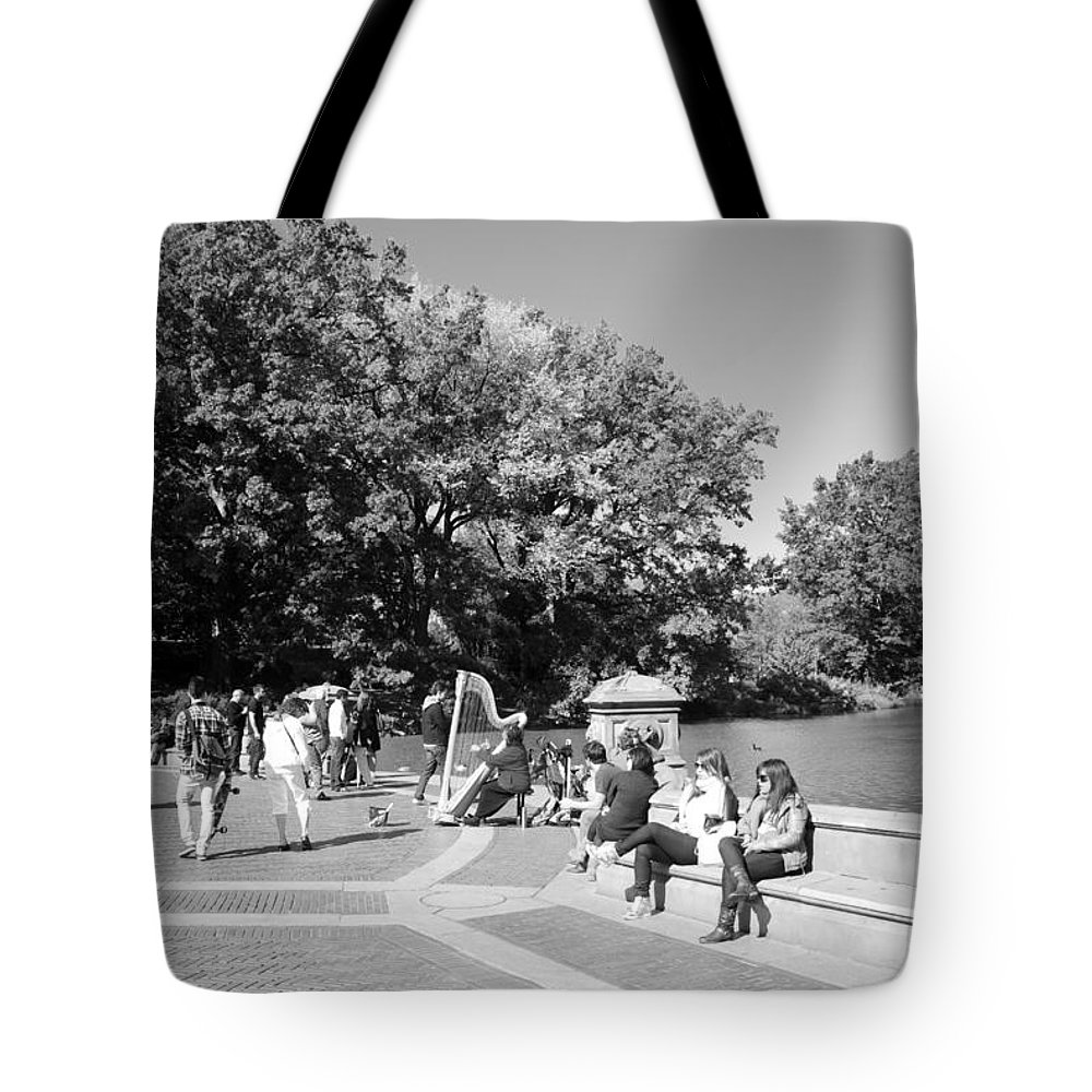 Central Park Tote Bag featuring the photograph Saturday In The Park by Rob Hans