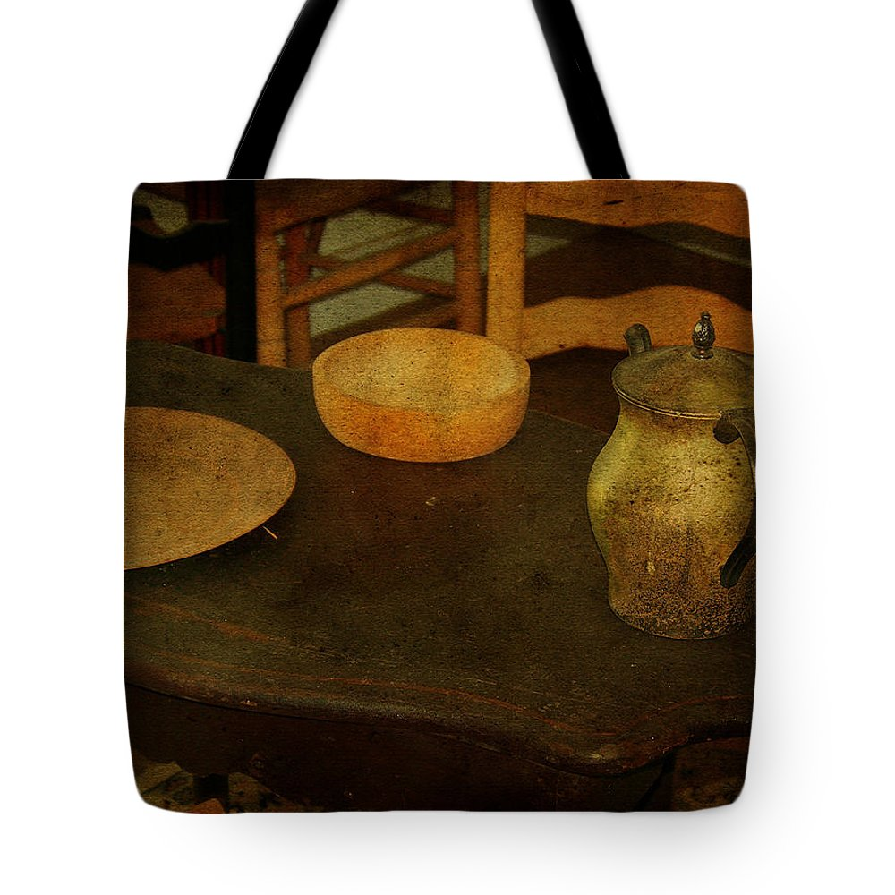 Table Tote Bag featuring the photograph Savannah Smiles by Trish Tritz