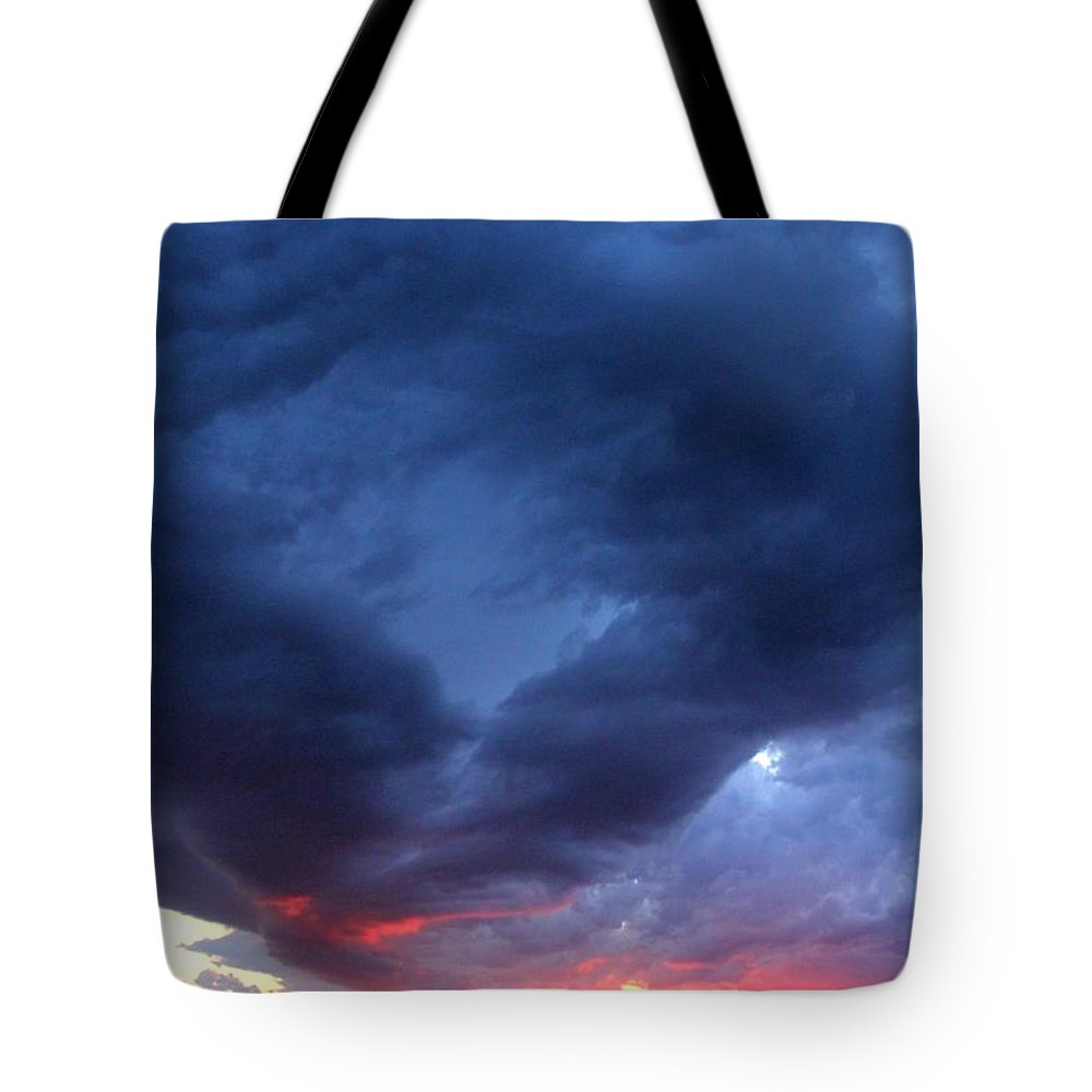 Scuba Diver Tote Bag featuring the photograph Scuba Diver by Ed Smith