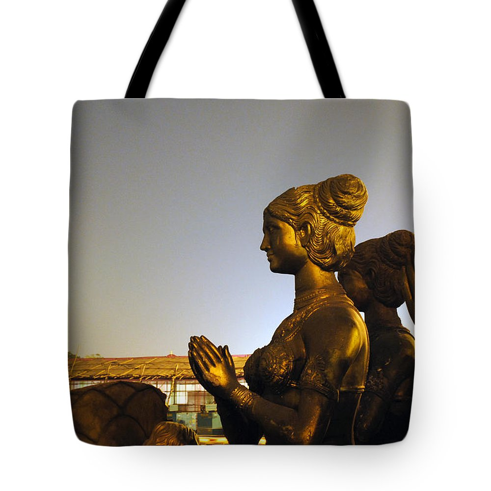 Sculpture Tote Bag featuring the photograph Sculpture Of A Woman by Sumit Mehndiratta