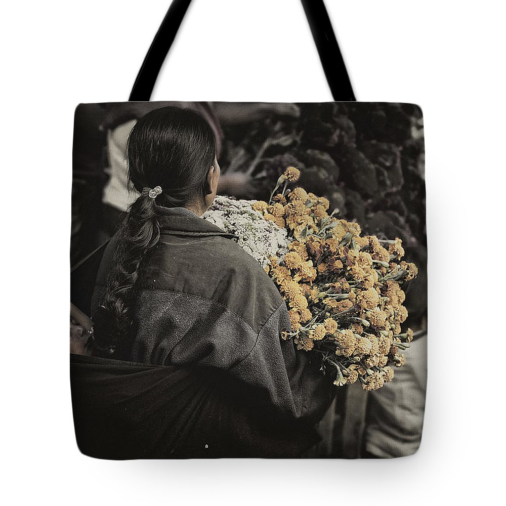 People Tote Bag featuring the photograph Shopping With Mom by Javier Barras