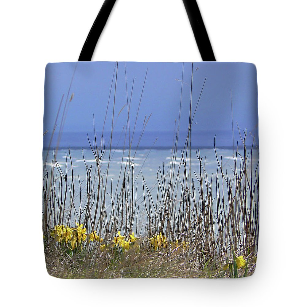Daffodills Tote Bag featuring the photograph Spring Comes To The Cape by Pamela Patch