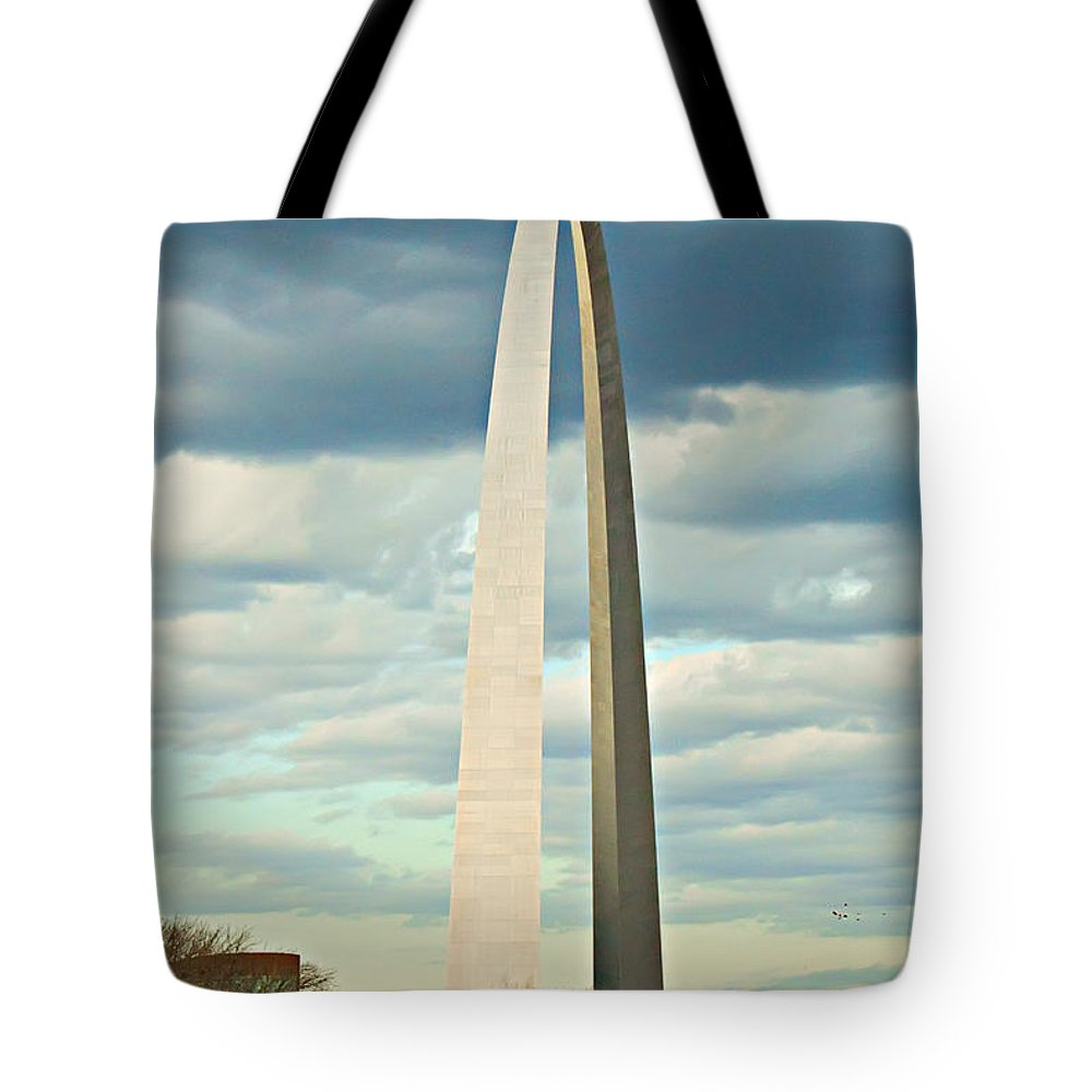 Gateway To The West Tote Bag featuring the photograph St. Louis Arch by Cindy Tiefenbrunn
