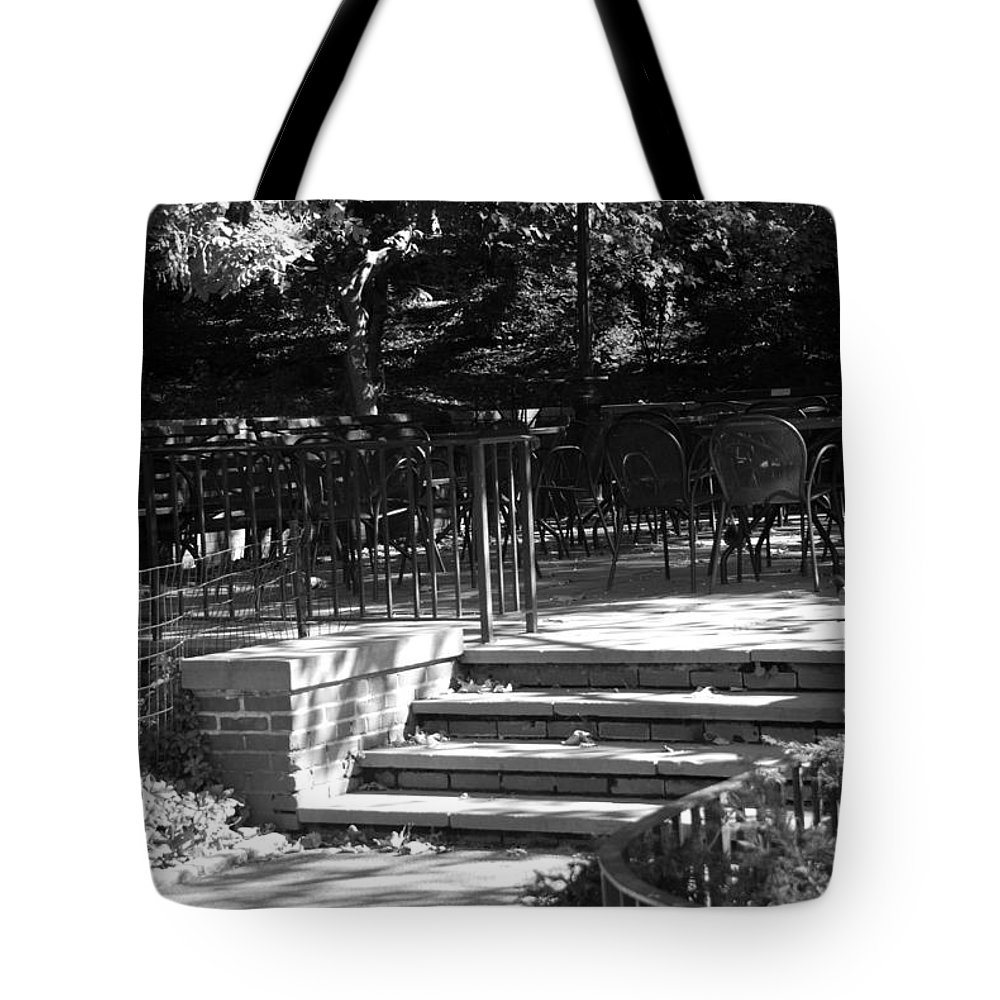 Central Park Tote Bag featuring the photograph Steps To Seats by Rob Hans