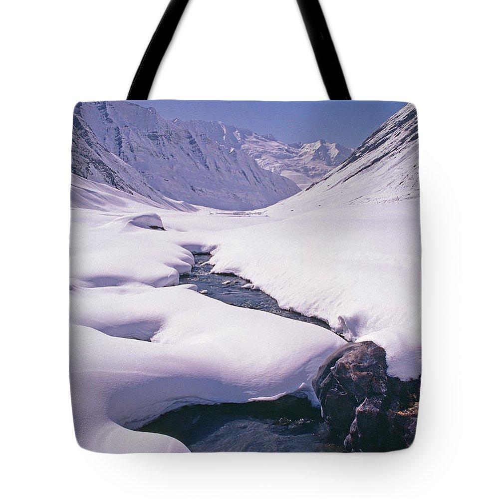 Warwan Valley Tote Bag featuring the photograph Stream In Warwan Valley by Gordon Wiltsie