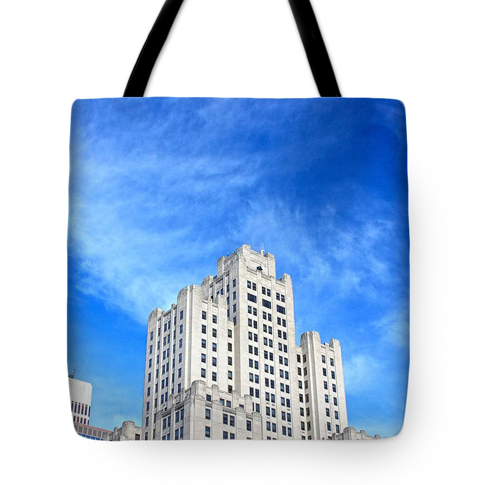 Architechture Tote Bag featuring the photograph Superman Building by Erin Rosenblum