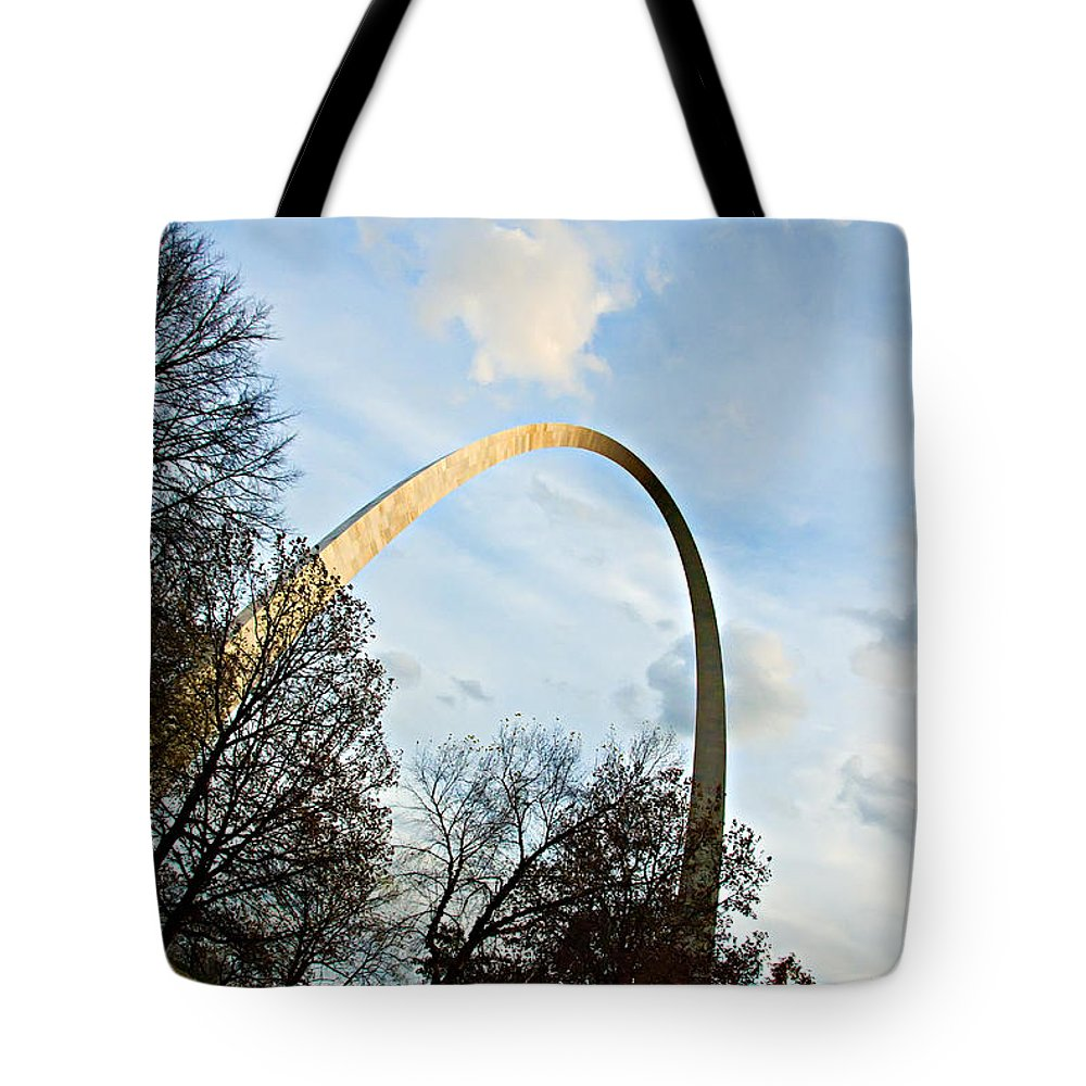 St Louis Tote Bag featuring the photograph The Arch by Cindy Tiefenbrunn