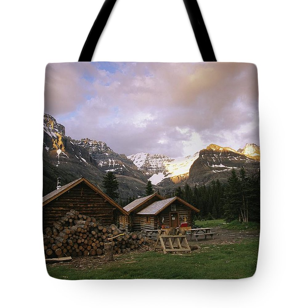 North America Tote Bag featuring the photograph The Elizabeth Parker Hut, A Log Cabin by Michael Melford