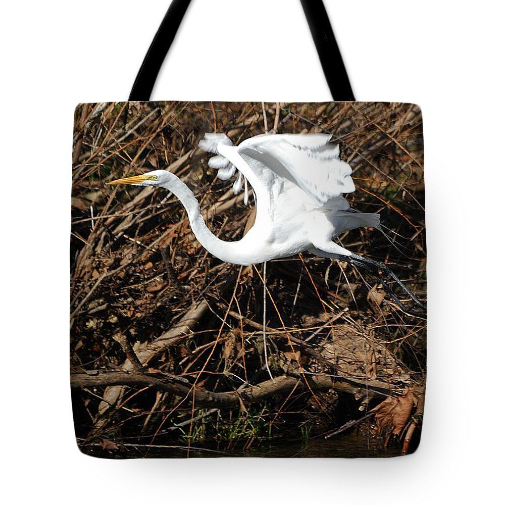 Egret Tote Bag featuring the photograph The Getaway by Roy Williams