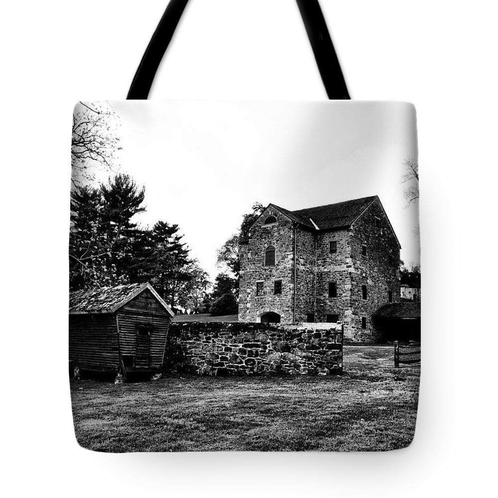 The Highlands Farm Tote Bag featuring the photograph The Highlands Farm by Bill Cannon