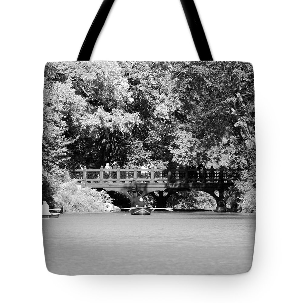 Central Park Tote Bag featuring the photograph The Overhang In Black And White by Rob Hans