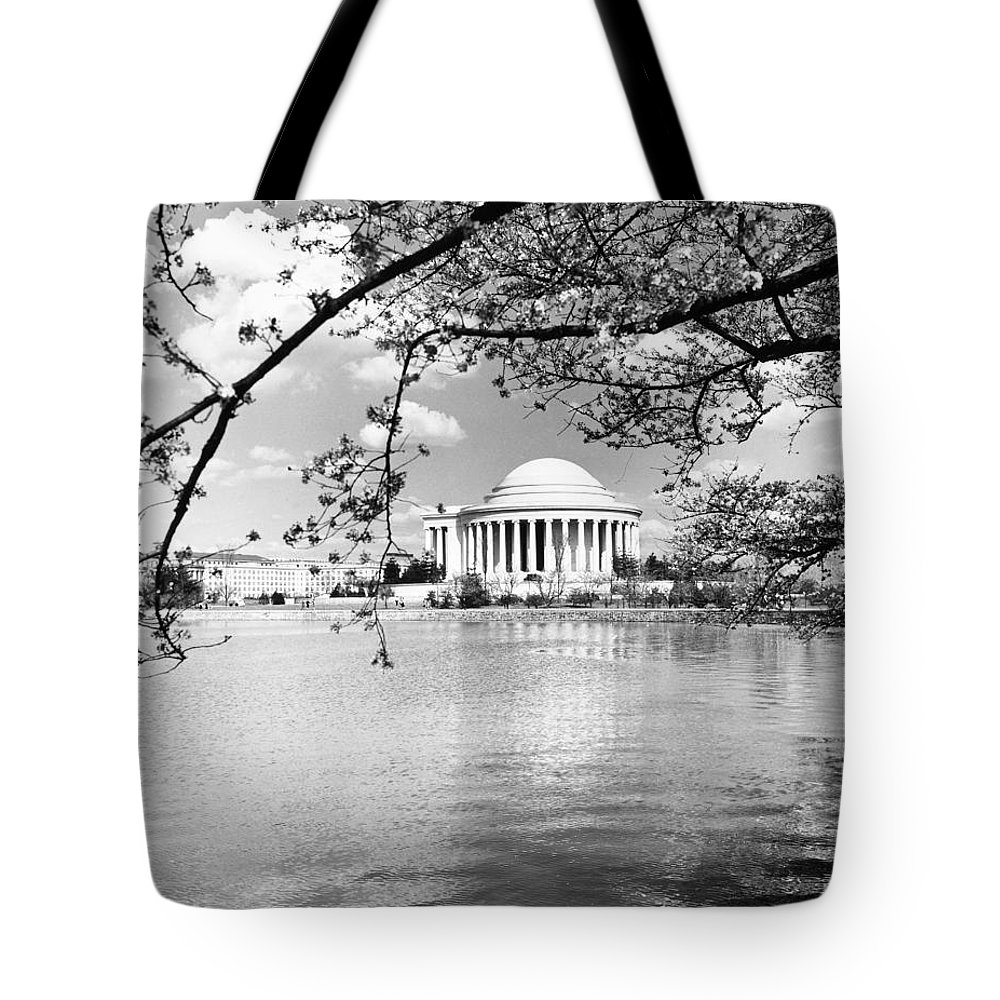 20th Century Tote Bag featuring the photograph Thomas Jefferson Memorial by Granger