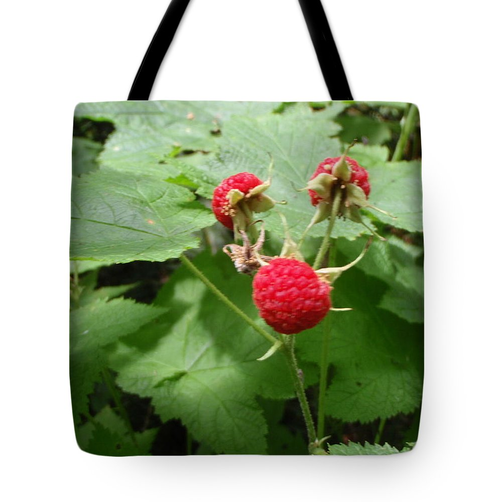 Thumble Berry Tote Bag featuring the photograph Thumble Berry by Teresita Ganzon Pagliacci