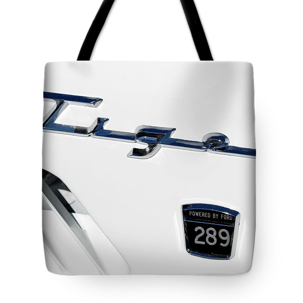 Tiger Tote Bag featuring the photograph Tiger 289 by Paul Mashburn