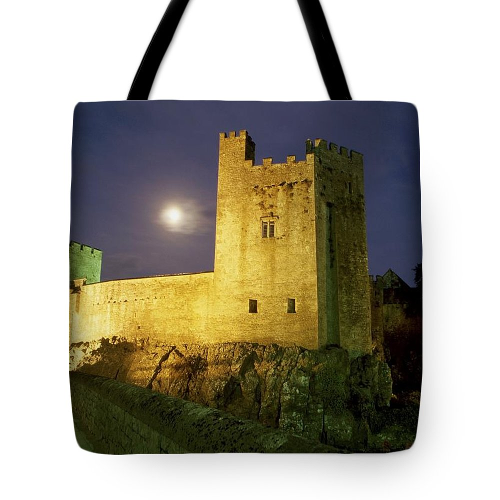 Cummins Tote Bag featuring the photograph Tipperary, General by Richard Cummins