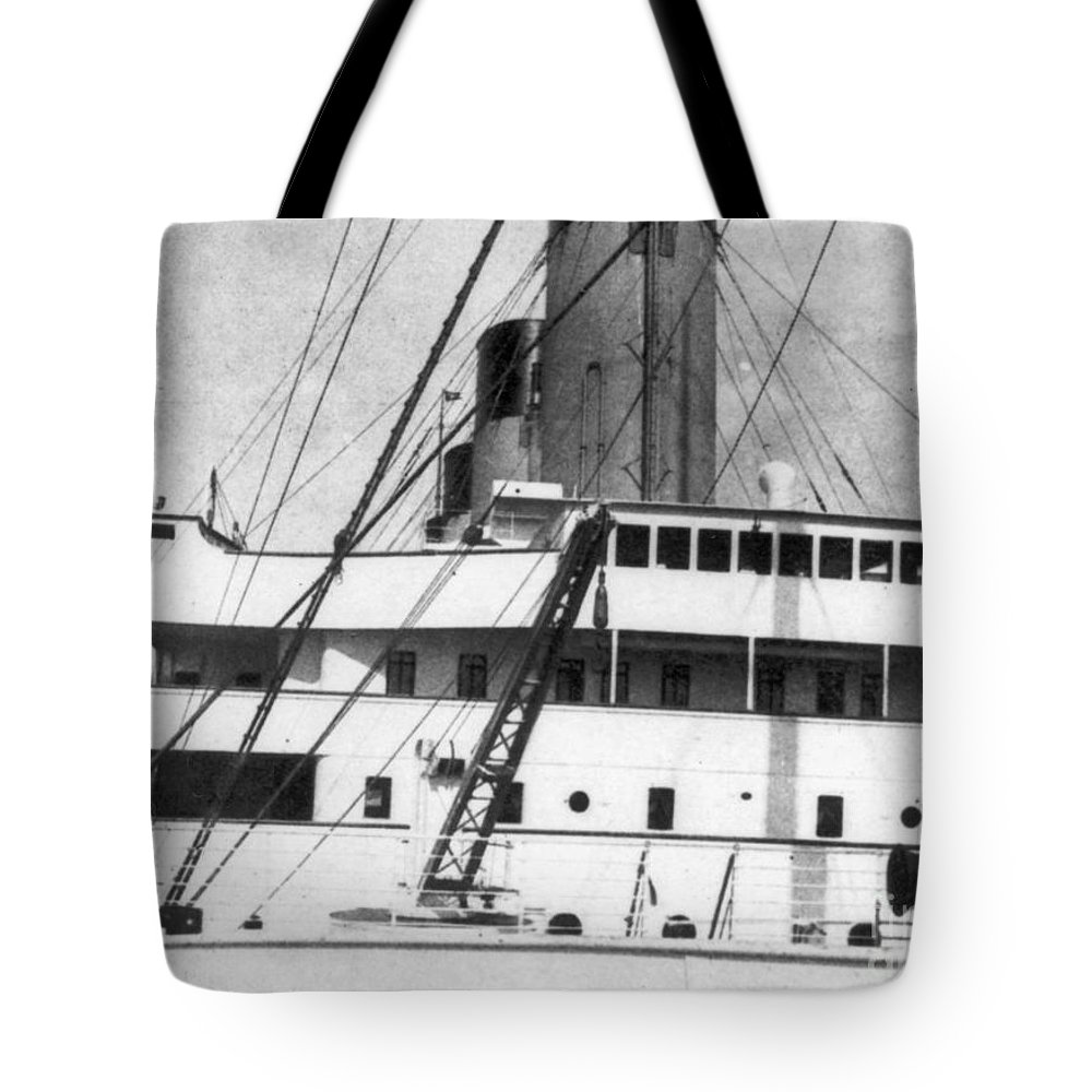 1912 Tote Bag featuring the photograph Titanic: The Bridge, 1912 by Granger