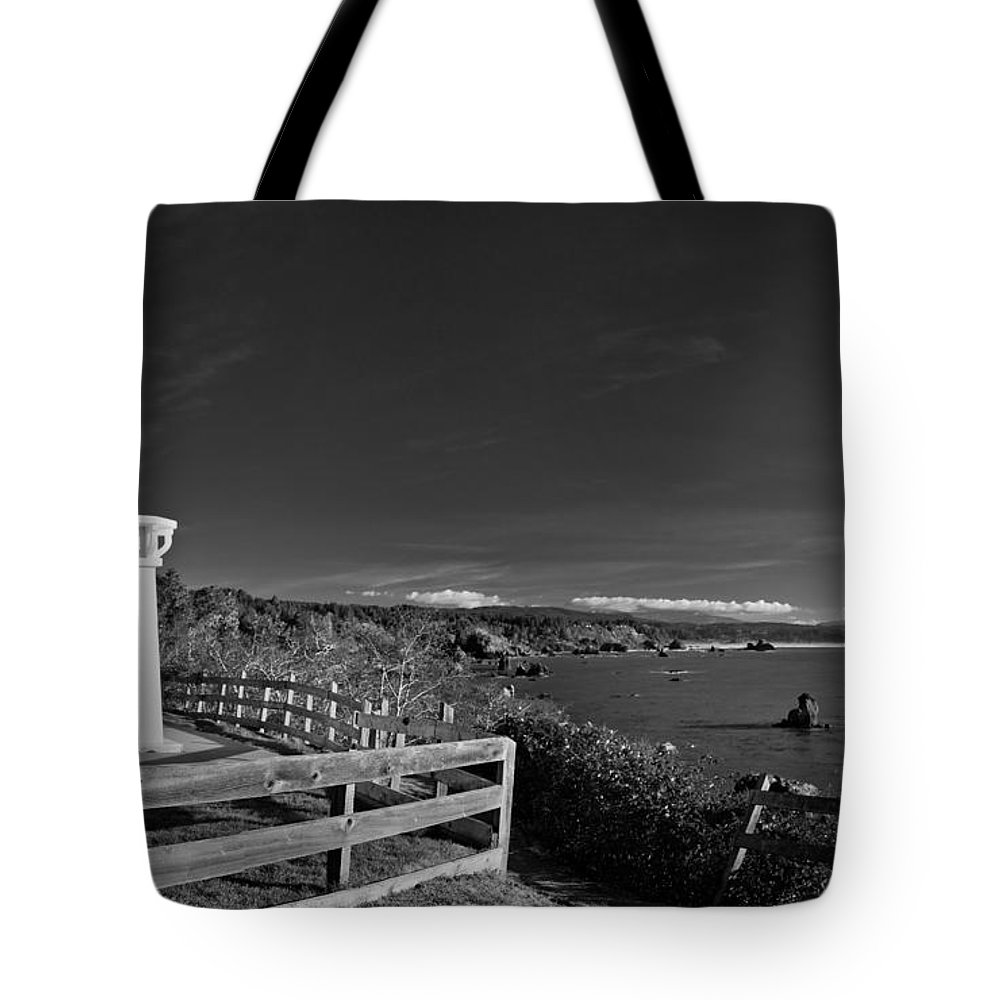 Trindidad Memorial Lighthouse Tote Bag featuring the photograph Trinidad Memorial Lighthouse In Black And White by Greg Nyquist