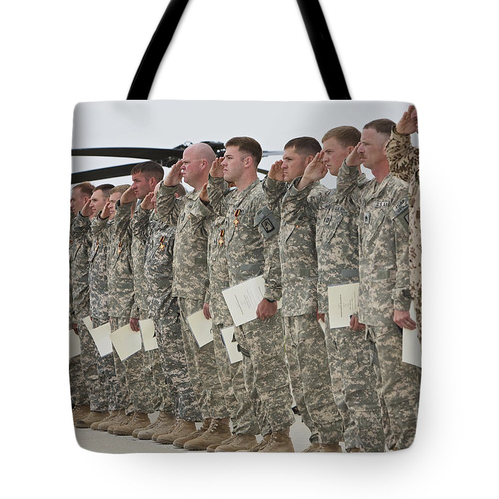 Medevac Tote Bag featuring the photograph U.s. Army Soldiers And Recipients by Terry Moore