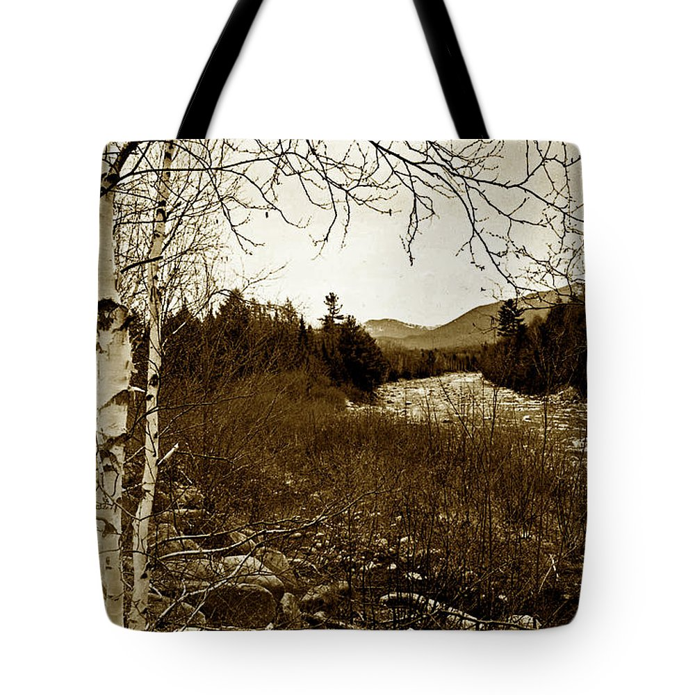 Me Tote Bag featuring the photograph Vintage Maine by Skip Willits