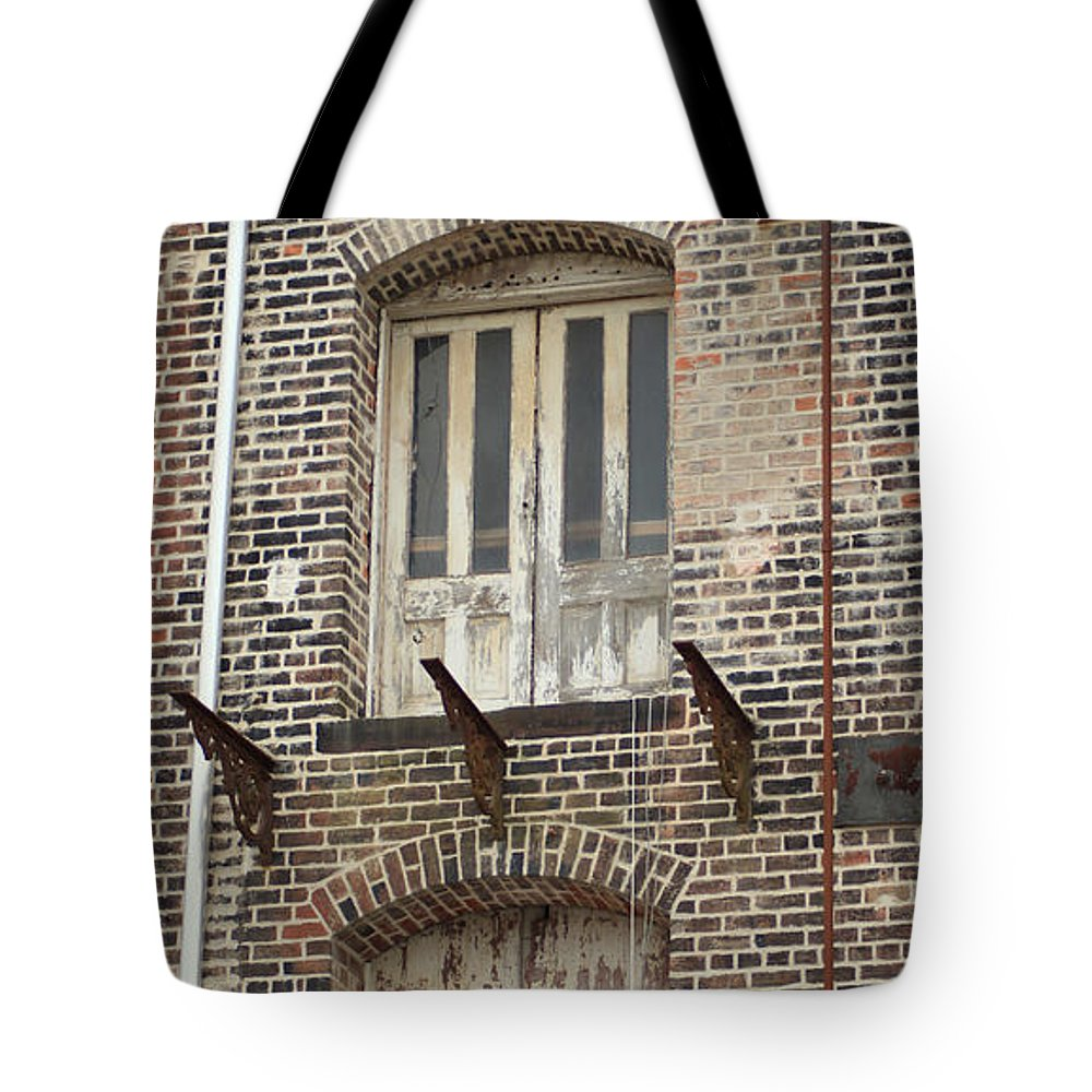 Savannah Ga Tote Bag featuring the photograph Warehouse by Carol Ann Thomas