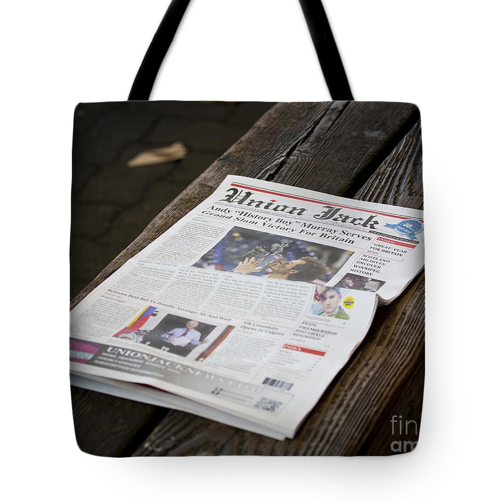 Andy Tote Bag featuring the photograph Well Done Andy Murray by Chris Dutton