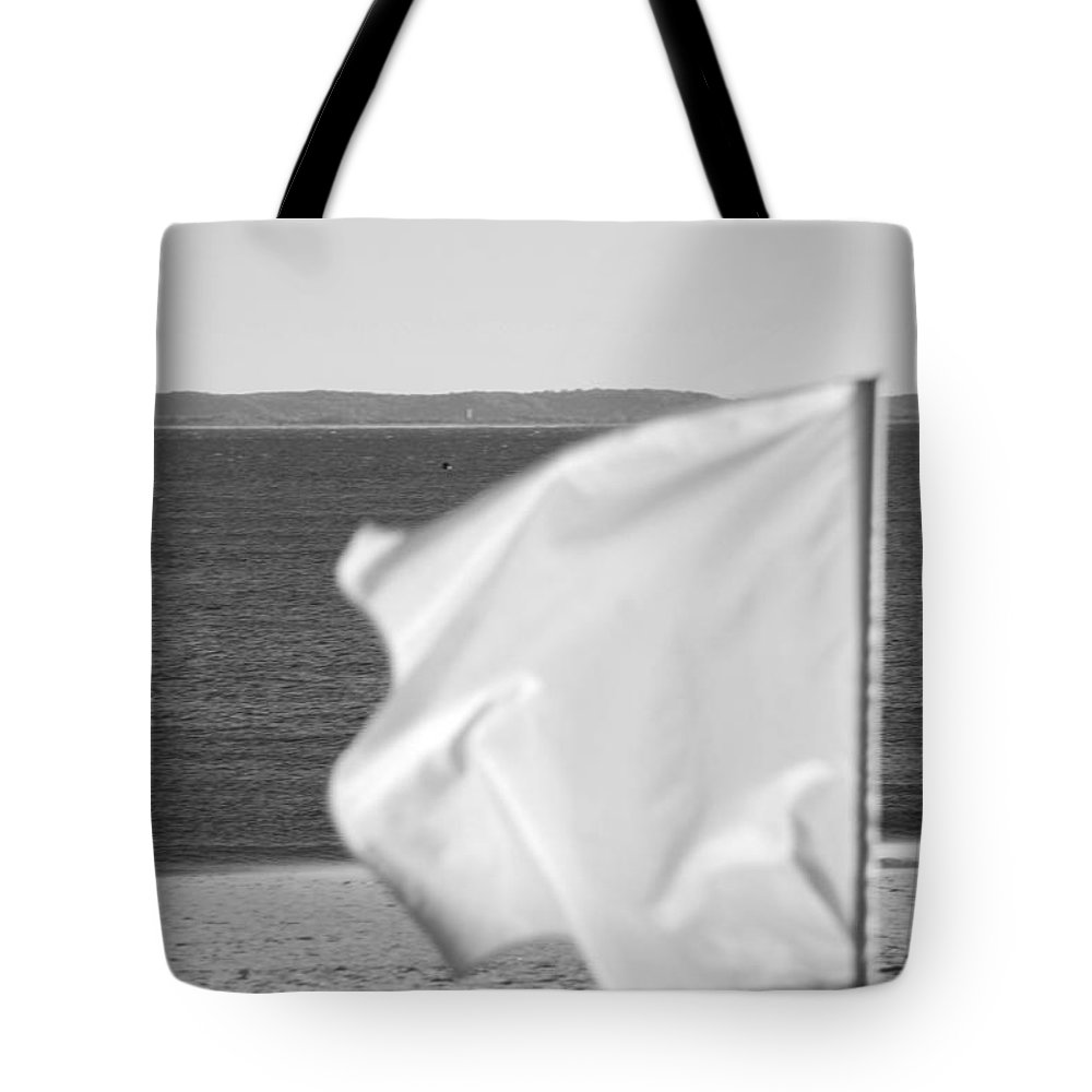 Brooklyn Tote Bag featuring the photograph White Flag In Black And White by Rob Hans