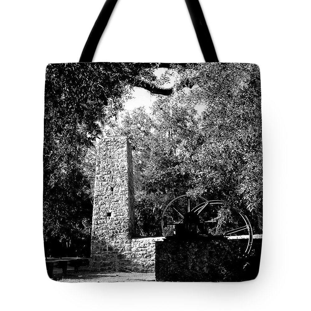 Historic Building Tote Bag featuring the photograph Yulee Sugarmill 2 Black And White by Judy Wanamaker