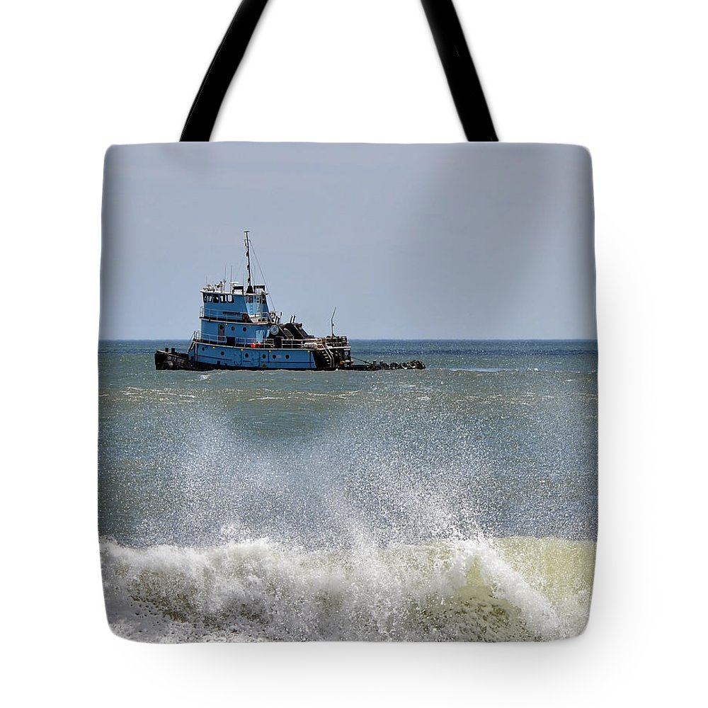 Tugboat Tote Bag featuring the photograph Tugboat Thomas D Witte by Sami Martin