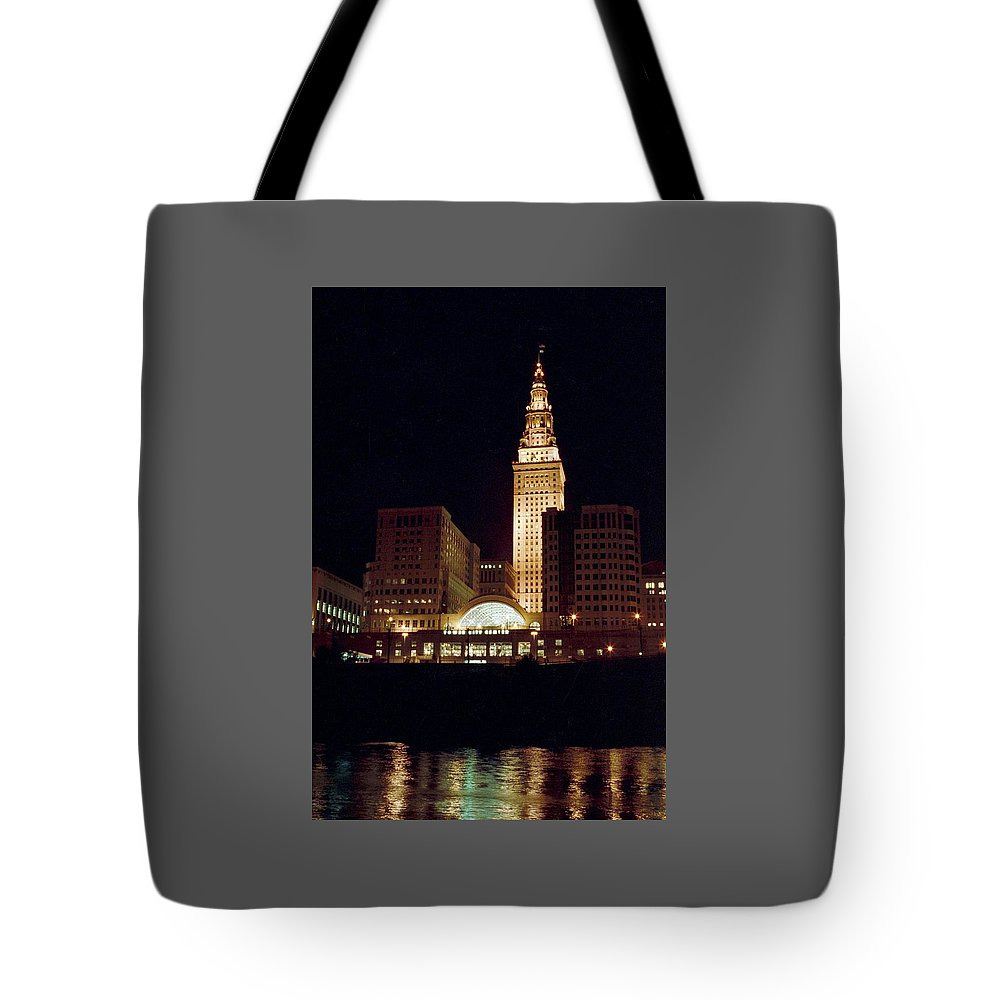 Cleveland Tote Bag featuring the photograph 070506-73 by Mike Davis