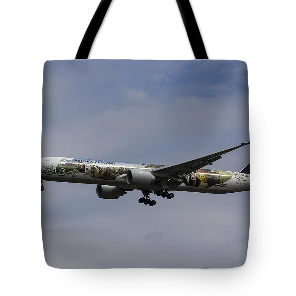 Hobbit Tote Bag featuring the photograph Air New Zealand Hobbit Boeing 777 by David Pyatt