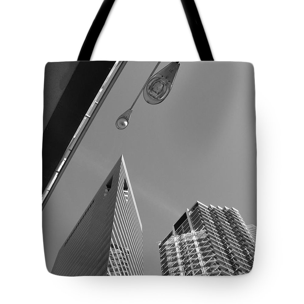 America Tote Bag featuring the photograph Chicago Cityscape by Frank Romeo
