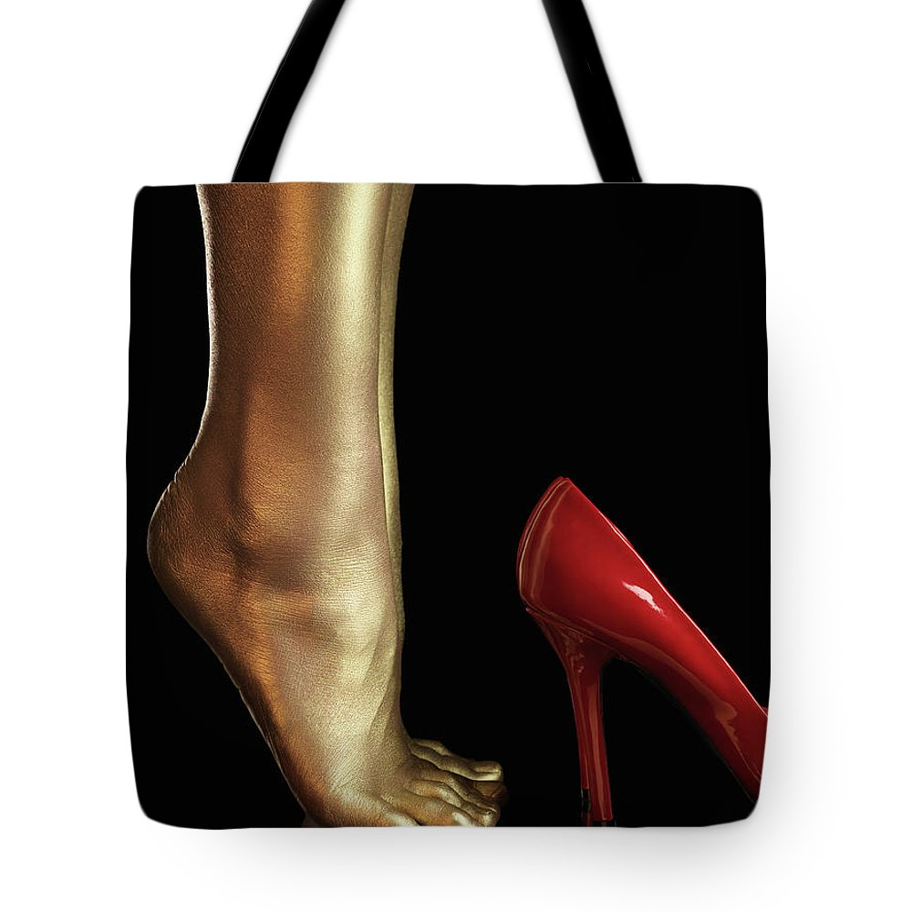 Legs Tote Bag featuring the photograph Golden Legs by Maxim Images Prints