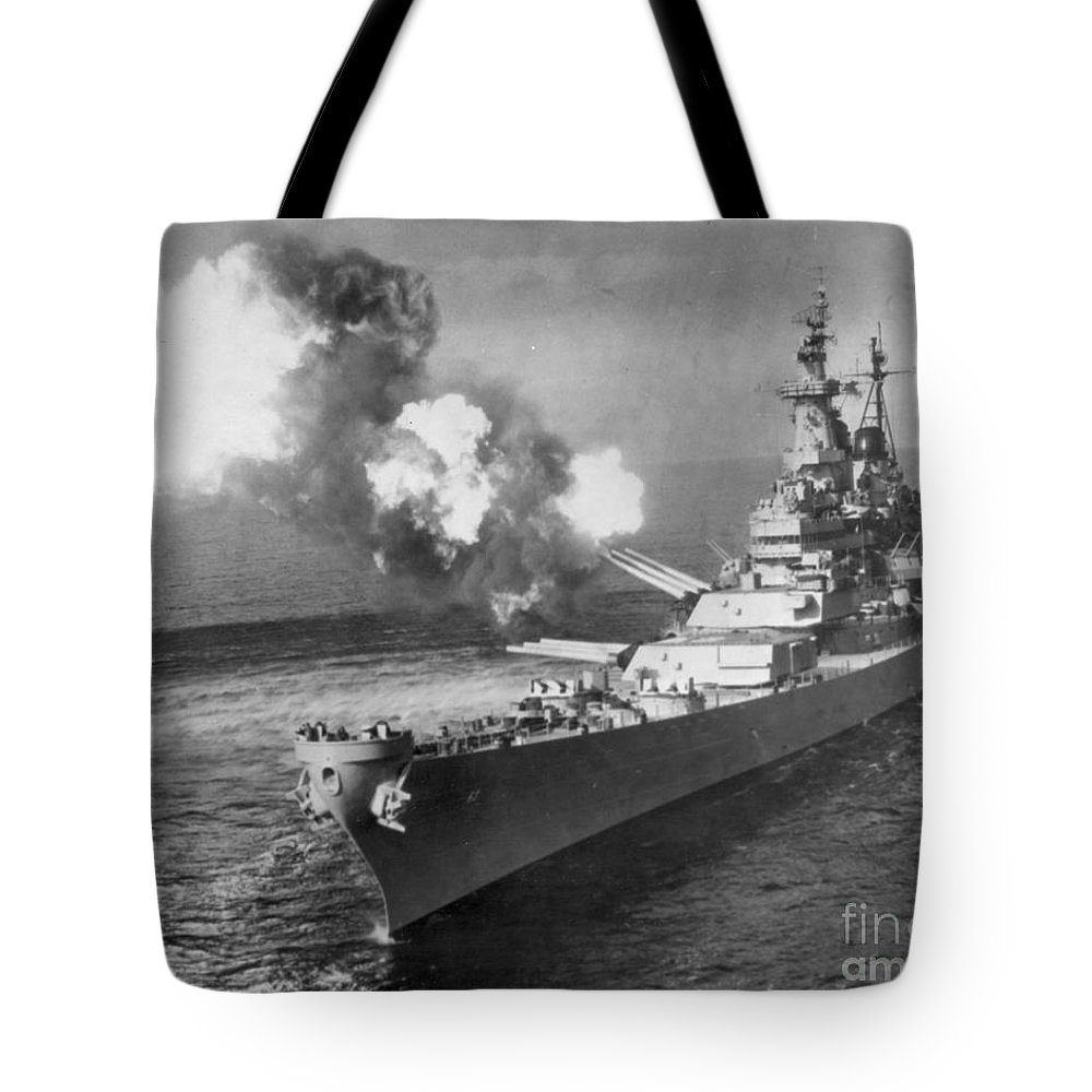 1950 Tote Bag featuring the photograph Korean War, 1950 by Granger