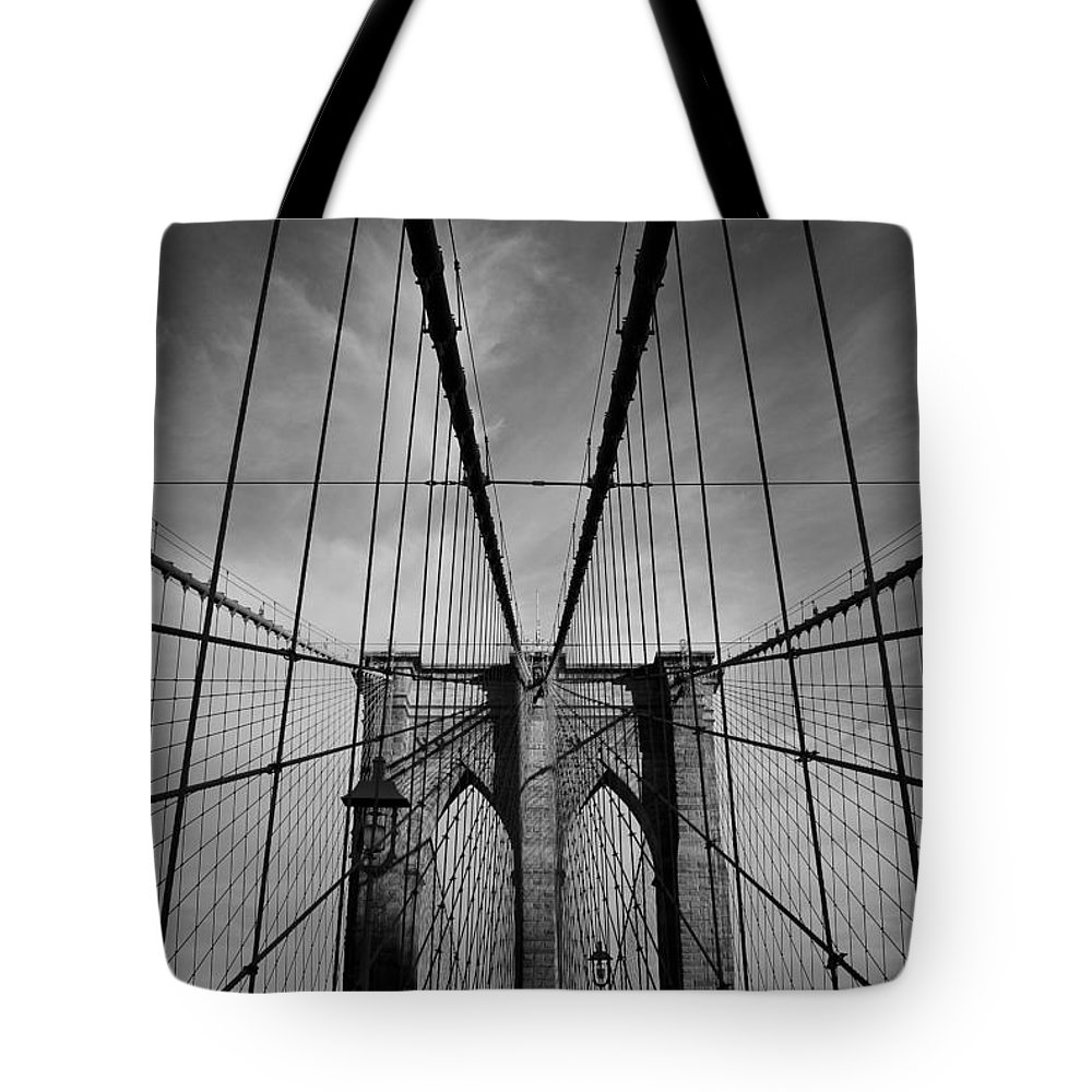 Black And White Tote Bag featuring the photograph New York City - Brooklyn Bridge by Thomas Richter