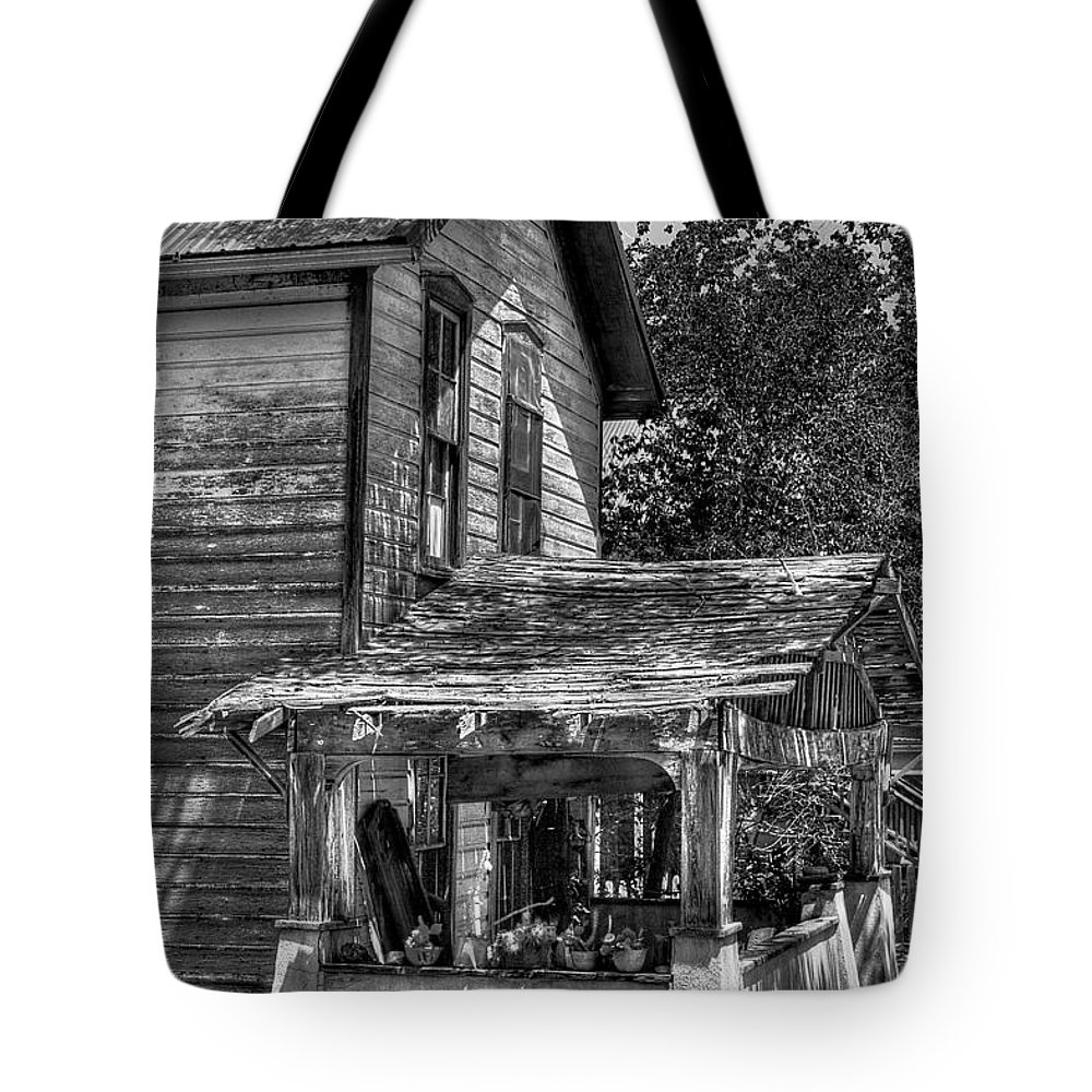 Black And White Tote Bag featuring the photograph Old House by David Patterson