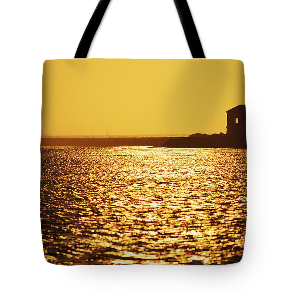 Bandon Tote Bag featuring the photograph Oregon, Bandon by Greg Vaughn - Printscapes