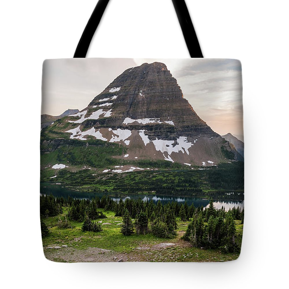 Hidden Lake Tote Bag featuring the photograph Overlook by Kristopher Schoenleber