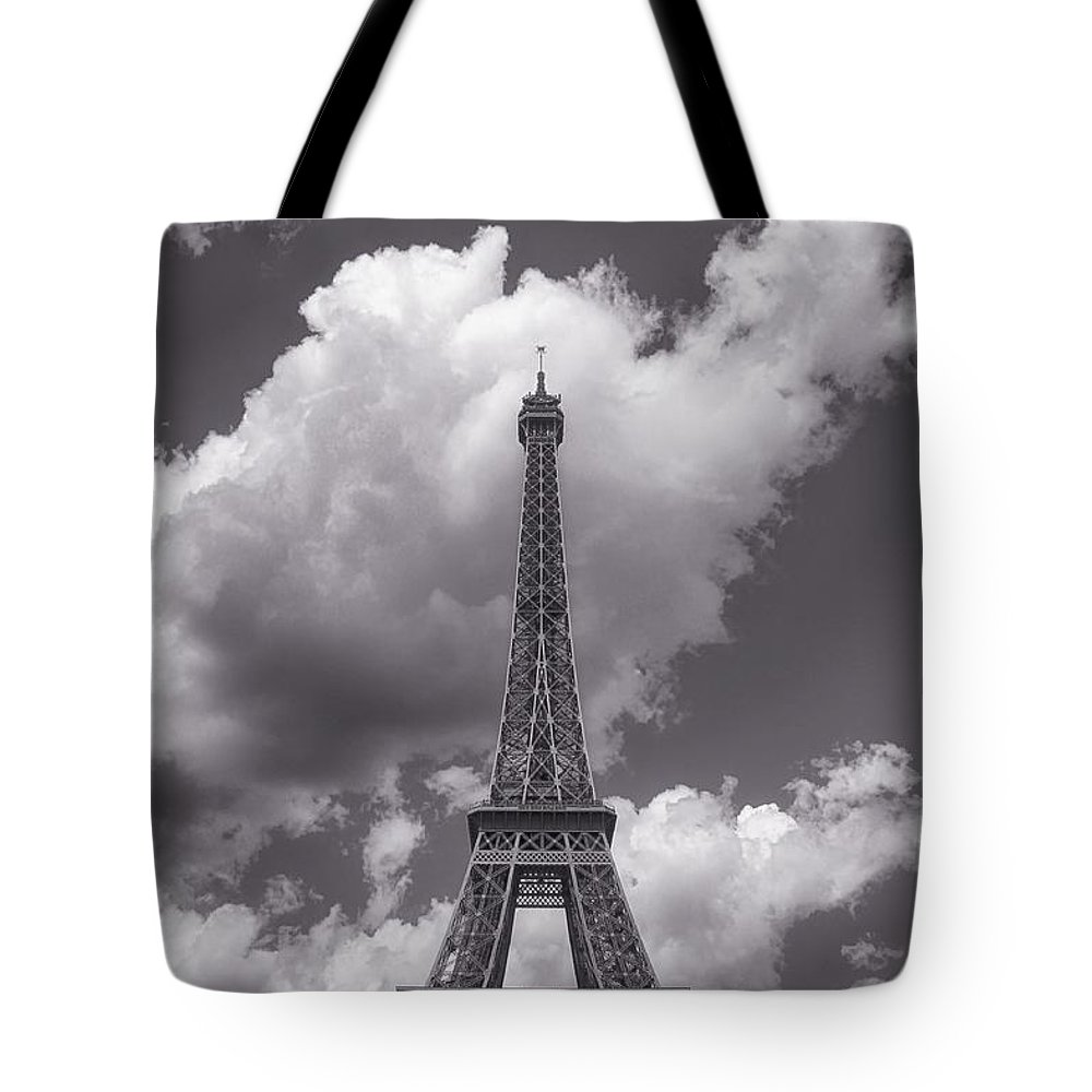 New Tote Bag featuring the photograph Paris by Soares Paulo