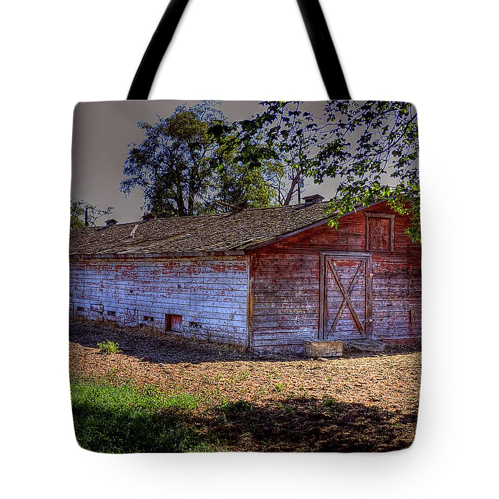 Photo Tote Bag featuring the photograph Prosser Barn by David Patterson