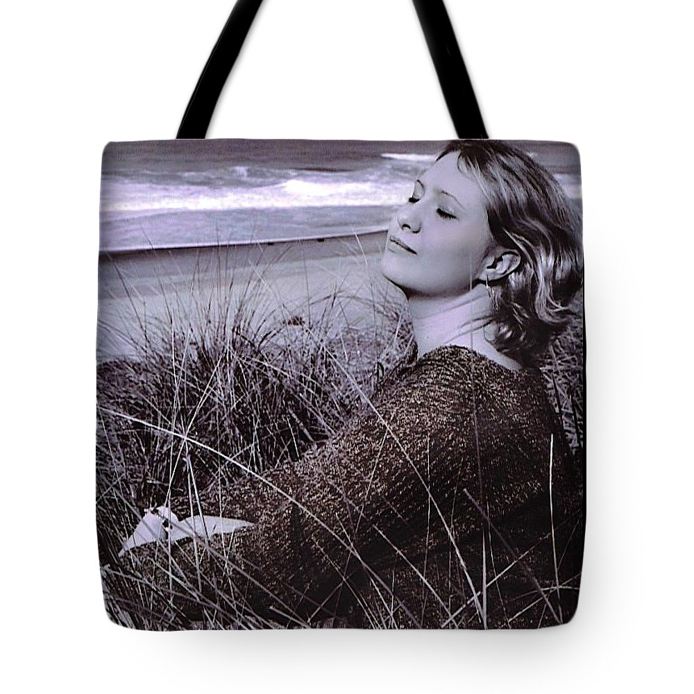 Beach Tote Bag featuring the photograph Relax... by Deahn   Benware